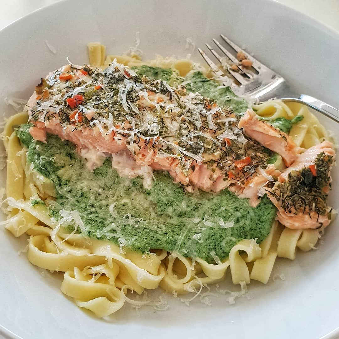Ovnsbakt Laks Med Spinatsaus Pasta Og Parmesan Oven Baked Salmon