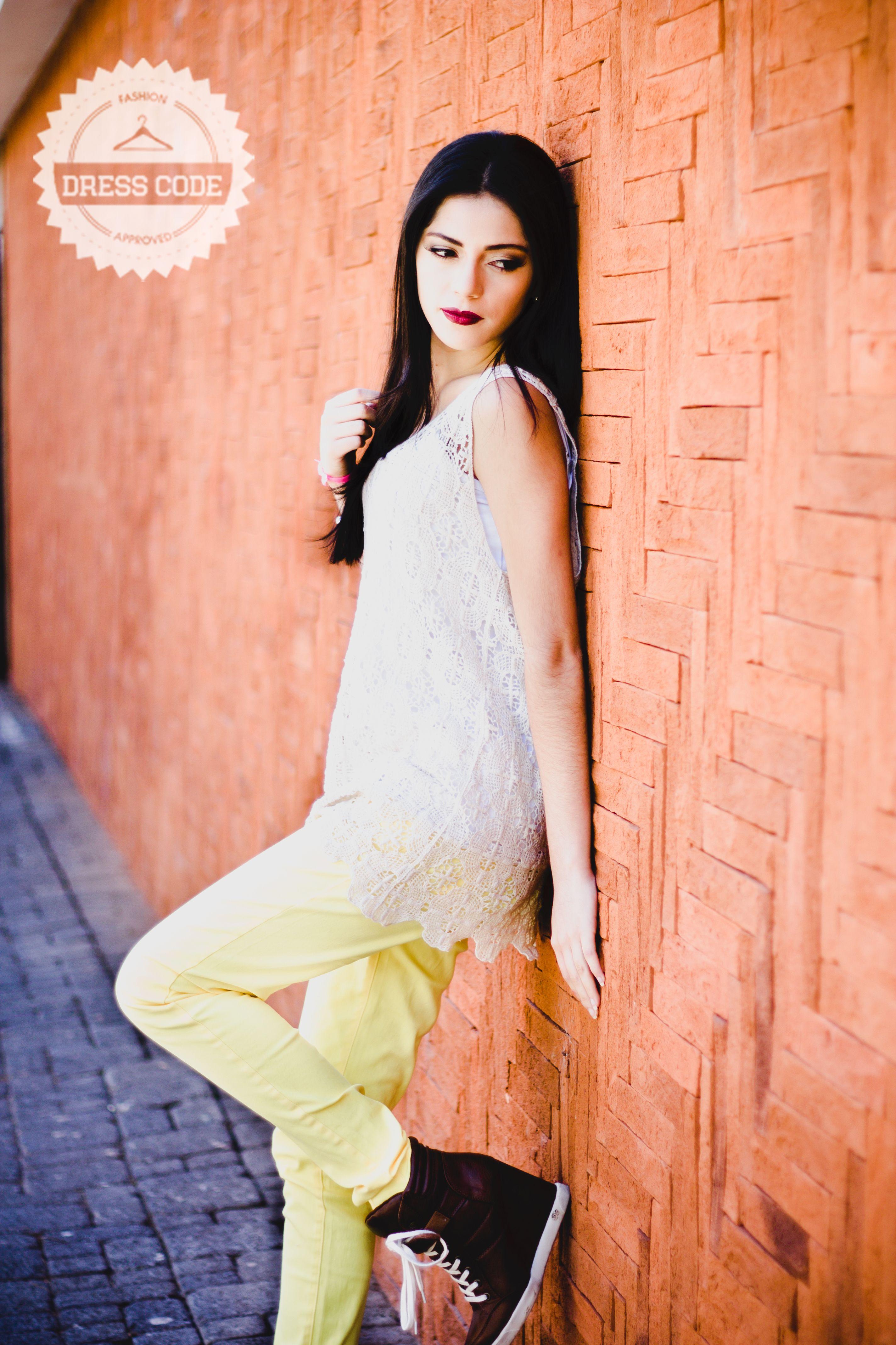 Yellow Skinny + Blusa de Guipur! Pedidos por medio de inbox o al 47620153 o 42120798! Emoticono smile Emoticono grin Photo by Wongraphy - Make up Make-up Designory Guatemala - Modelo Isa Estrada!! #ilovedresscodeguate #dresscodeguate #moda #fashion #ootd