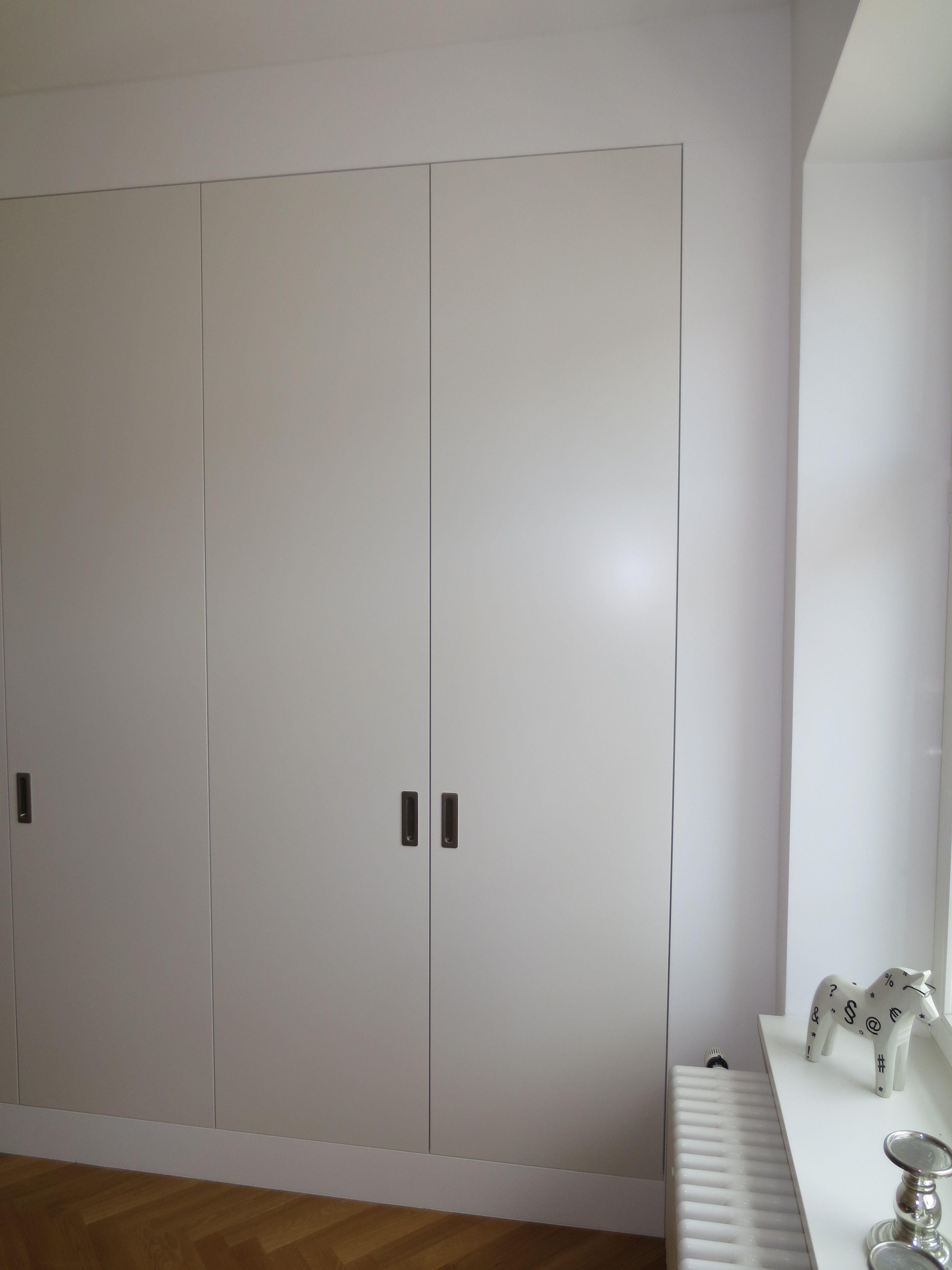 Schlafzimmerschrank weiß  Schlafzimmerschrank weiß lackiert | L+S / Schränke | Pinterest