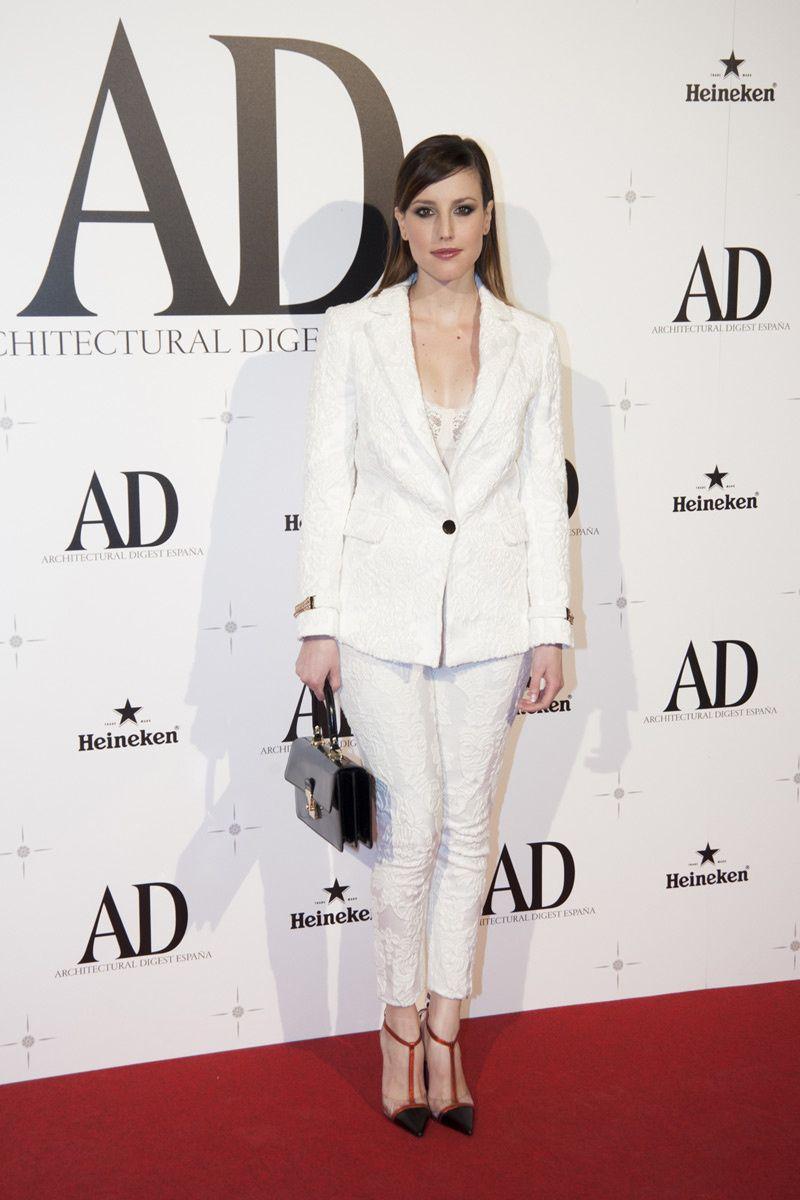 Natalia de Molina, con un look total white