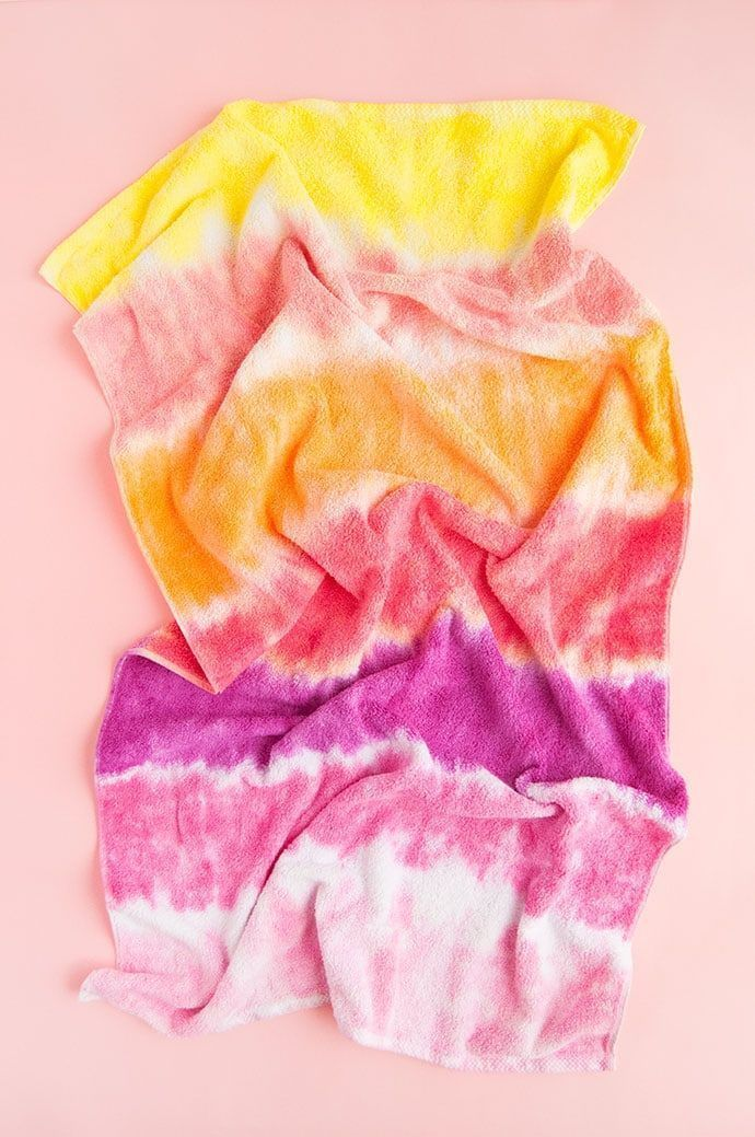 Easy Method for Tie-Dying with Kids #tiedye #diy #crafts