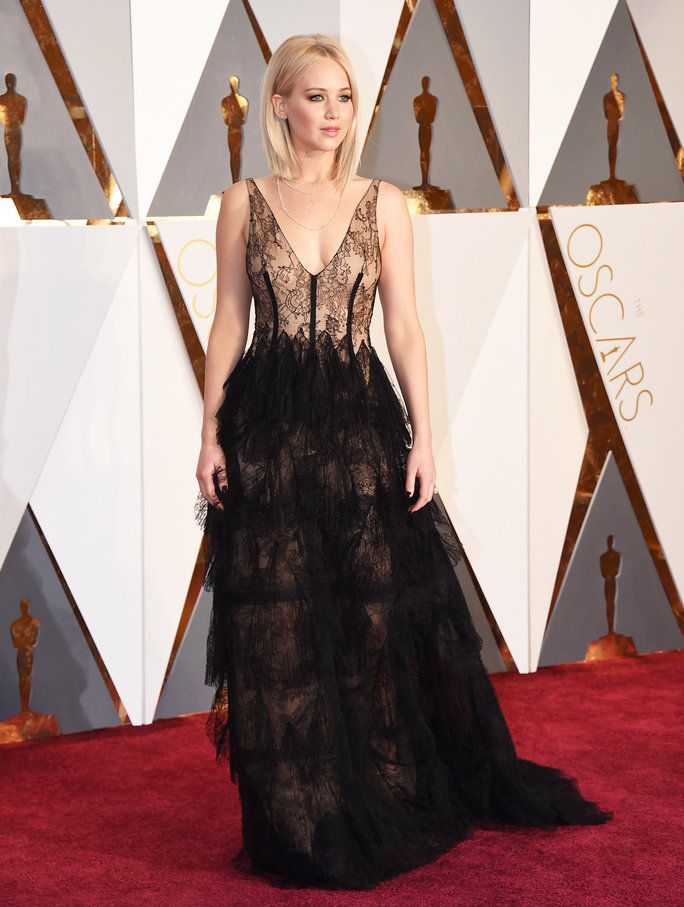 Jennifer Lawrence\'s Lace Oscar Gown and Lightened Up Blonde Lob Will ...