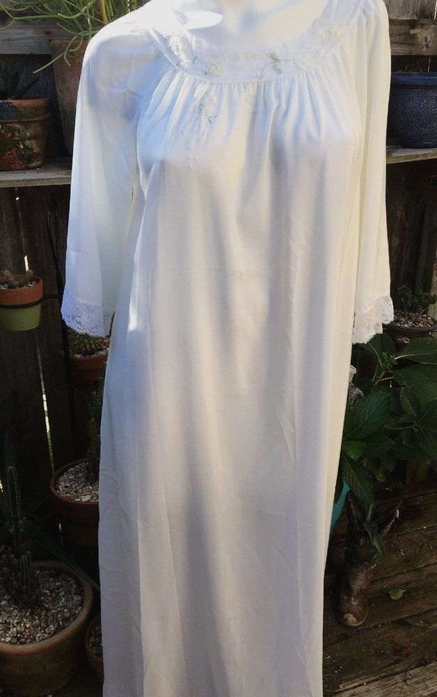 bff92321b9 Corhan Noumair Vintage Women s 3 4 Sleeve Nightgown Ivory Embroidered Lace  Sz M