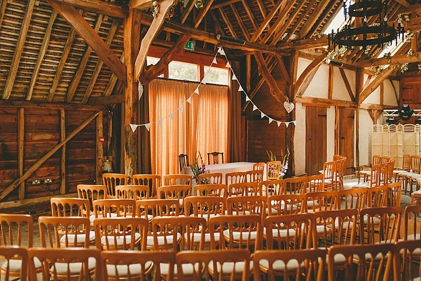 The Wedding Barn At Herons Farm Berkshire Photo By Benjamin Stuart Photography Weddingphotography