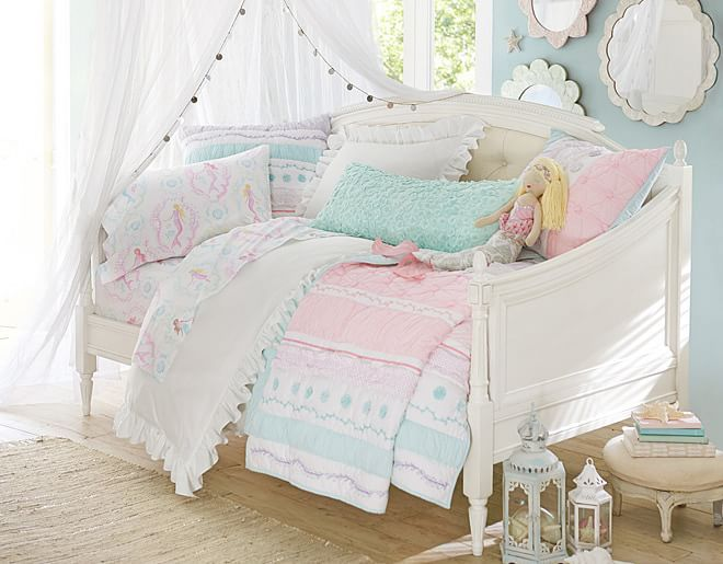 7 Inspiring Kid Room Color Options For Your Little Ones: Pastels Are Pretty All Year Round With This Quilted Girls