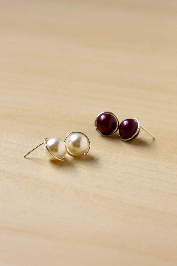 Make Your Own Swarovski Pearl Earrings With This Super Simple Tutorial These Diy Stud Use Only Beads And Wire
