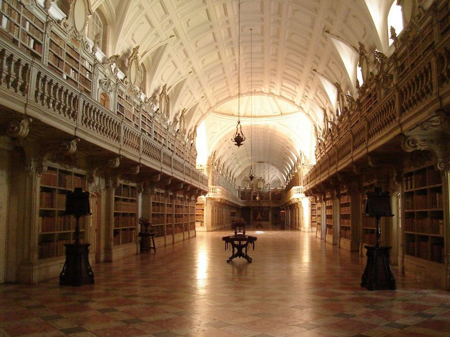 Biblioteca Do Palacio Nacional De Mafra, Mafra, Portugal