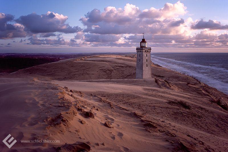 Rubjerg Knude Fyr, 2010. // #analog #analogfotografie #120 #rollfilm #mediumformat #mittelformat #pentax #pentax67II #diafilm #slidefilm #denmark #daenemark #reise #travel  #leuchtturm #lighthouse #wanderingdune #wanderduene #dune #duene #nordsee #northsea