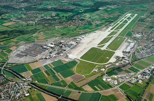 Auch Ihr könnt Euch den Flughafen Stuttgart von oben ansehen - bitte schön: http://www.fernweh-aktuell.com/inhalt.ueber-den-wolken-oster-specials-am-flughafen-stuttgart.fc230324-1561-4ab2-8ede-af6da1137434.html