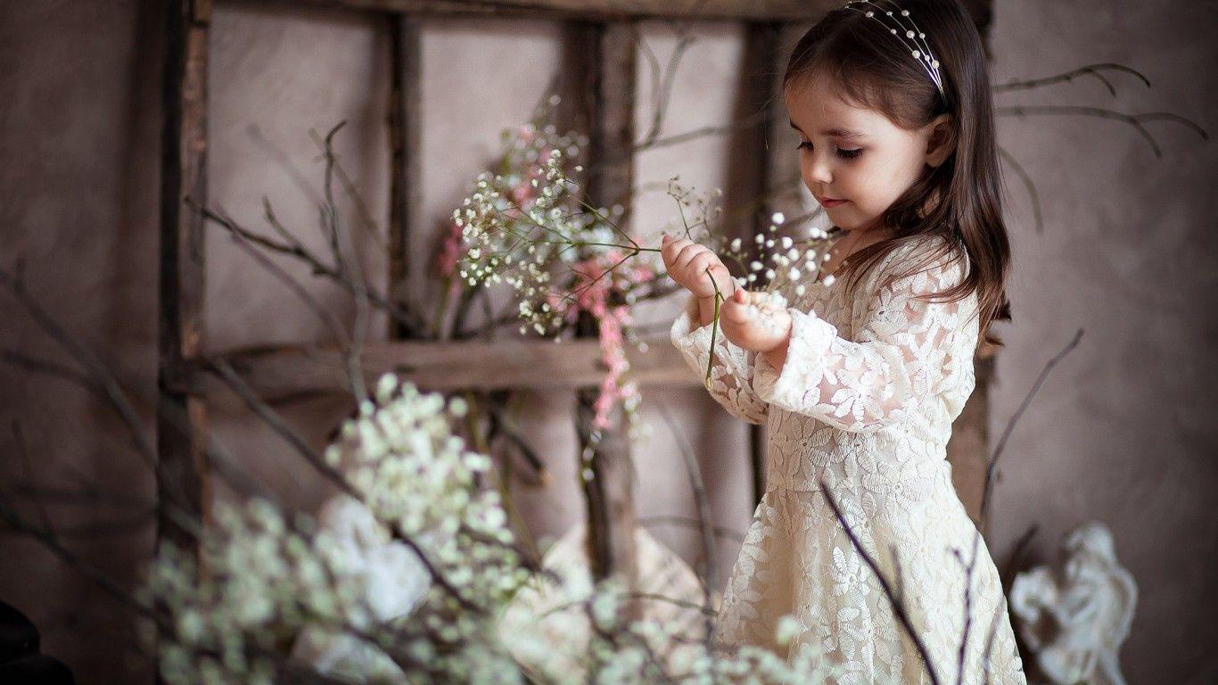 Скачать обои ребенок, девочка, цветы, улыбки, раздел ...