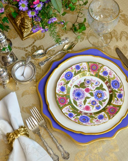 PRETTY PLACE SETTINGS | Place setting, Tablescapes and Table settings