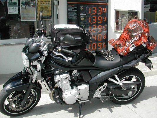 Siete trucos para montar el equipaje en la moto en los viajes