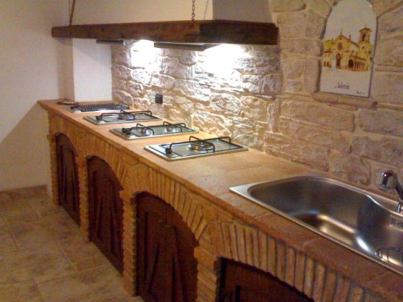 Cucine in muratura rustiche e moderne: idee e suggerimenti | cucine ...