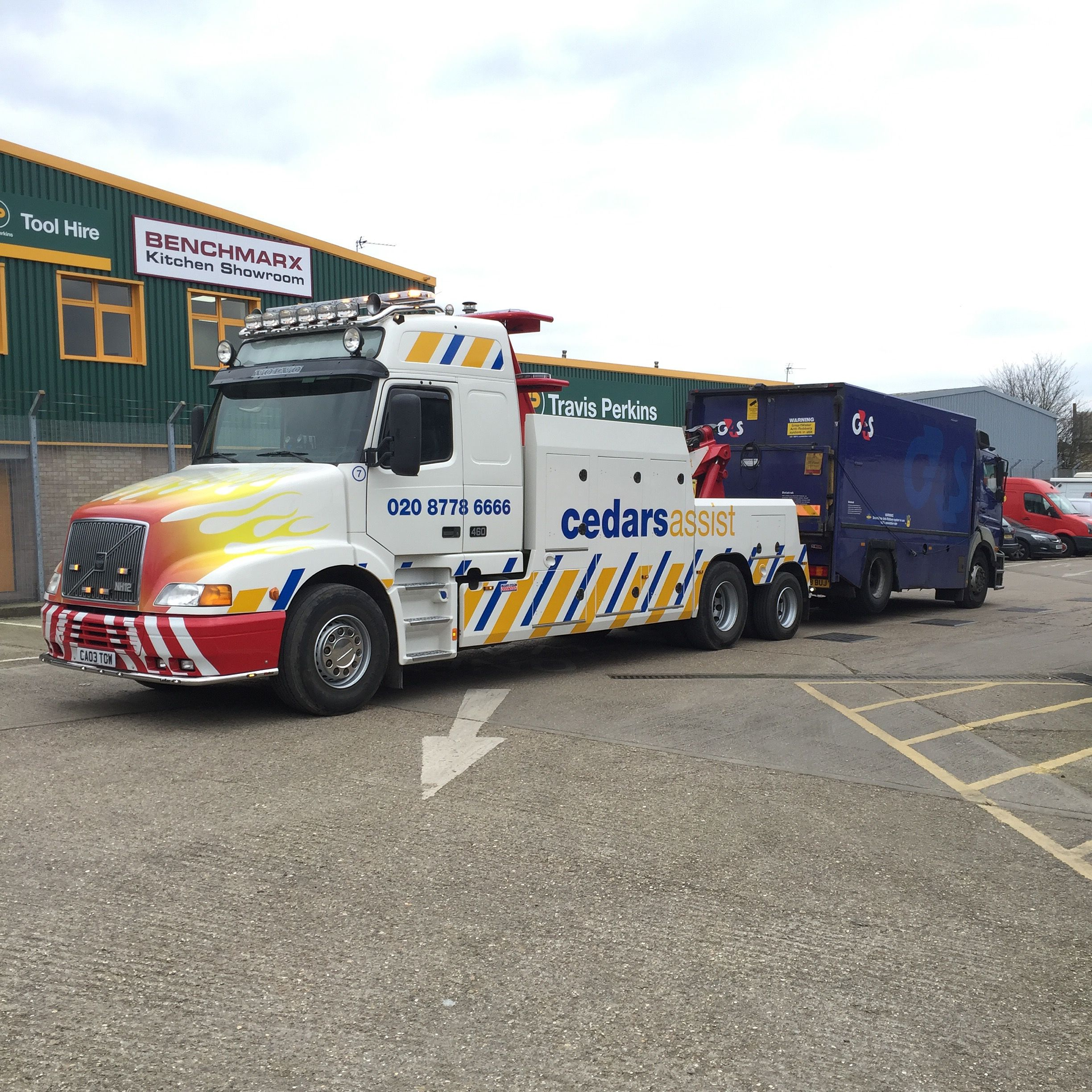 Volvo NH12 towing Mercedes Axor cash truck | Recovery trucks ...