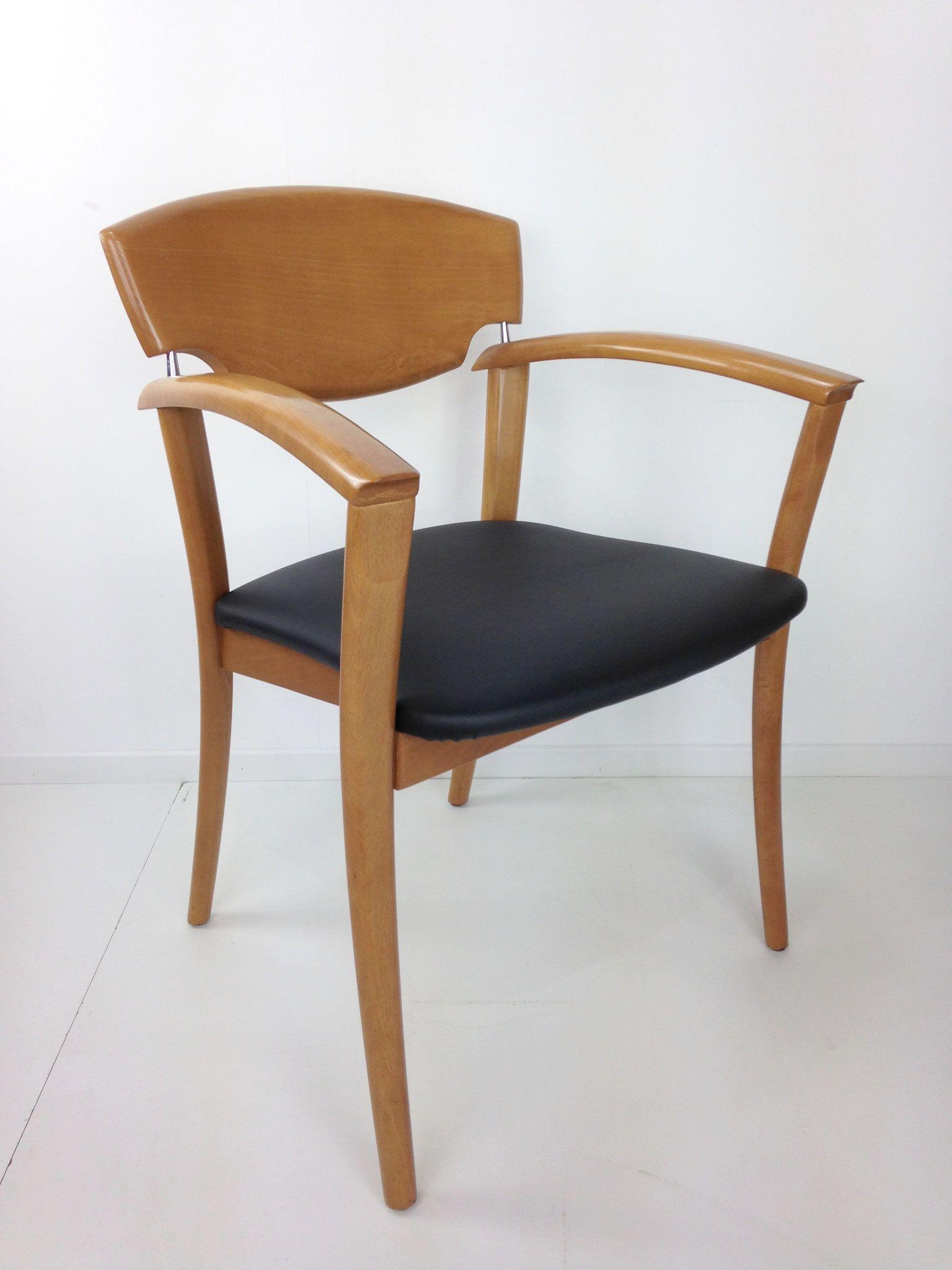 Fauteuil design en bois et simili cuir noir design années 80