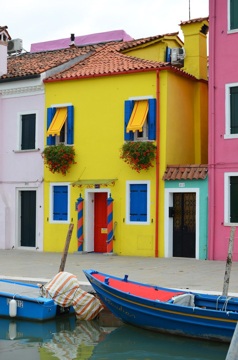 Burano colors (So, I'm not sure this is really Italy. It looks like parts of Spain or Mexico to me).