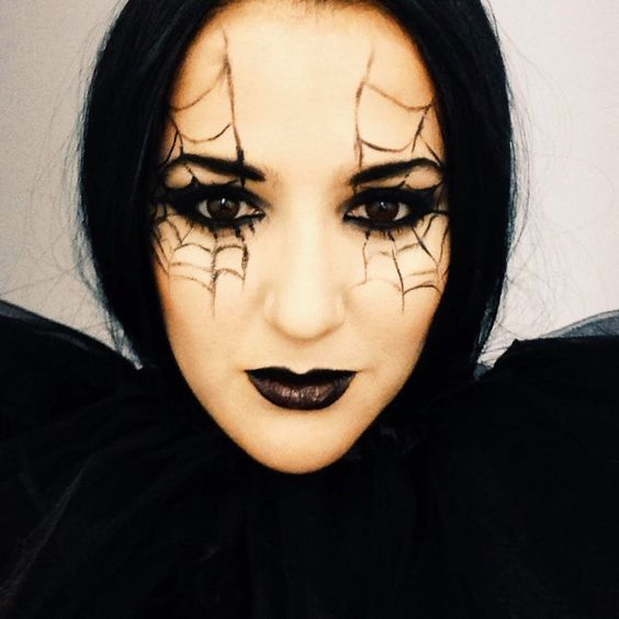 maquillaje halloween arana ojos negros - Maquillaje Bruja