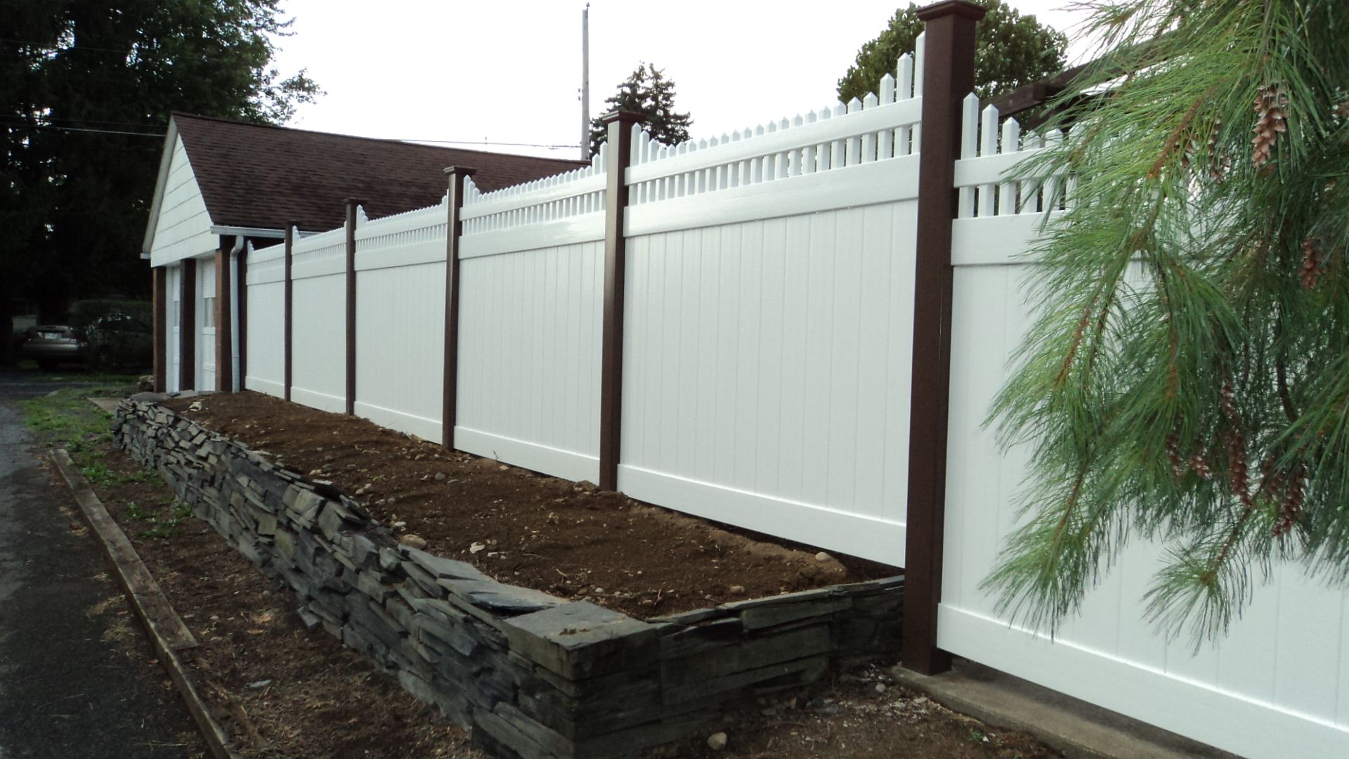 mix n match 6 high vinyl privacy fence in white panels and