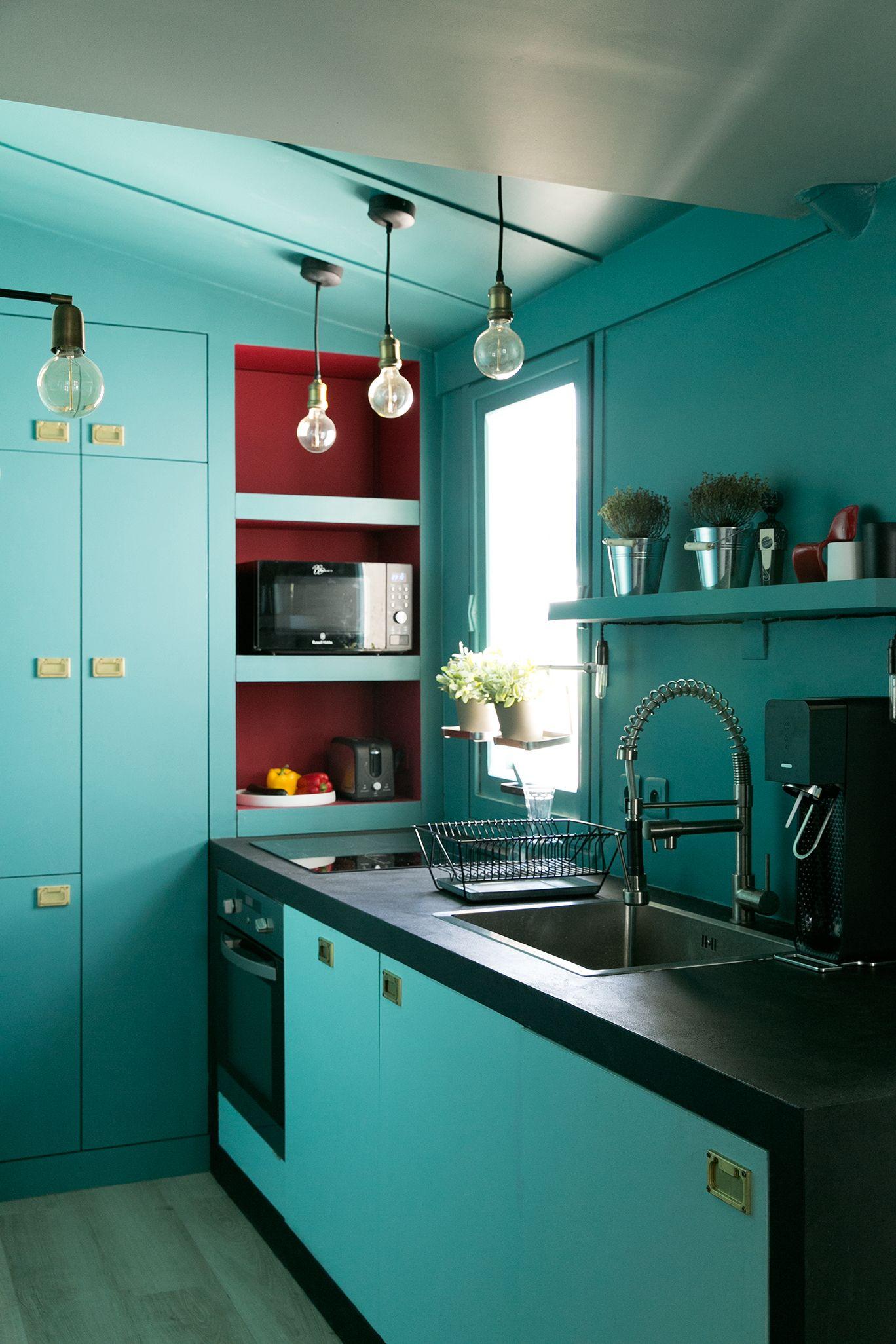 Insanely Cool All Turquoise Modern Kitchen Design Modern Kitchen