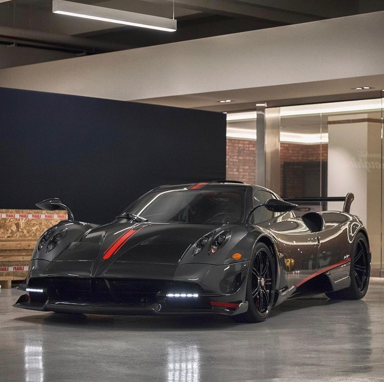 pagani huayra bc i'm fully exposed black & gray carbon fiber w/ red