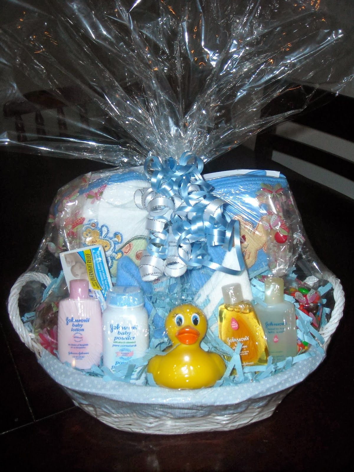 how to put together a gift basket for christmas