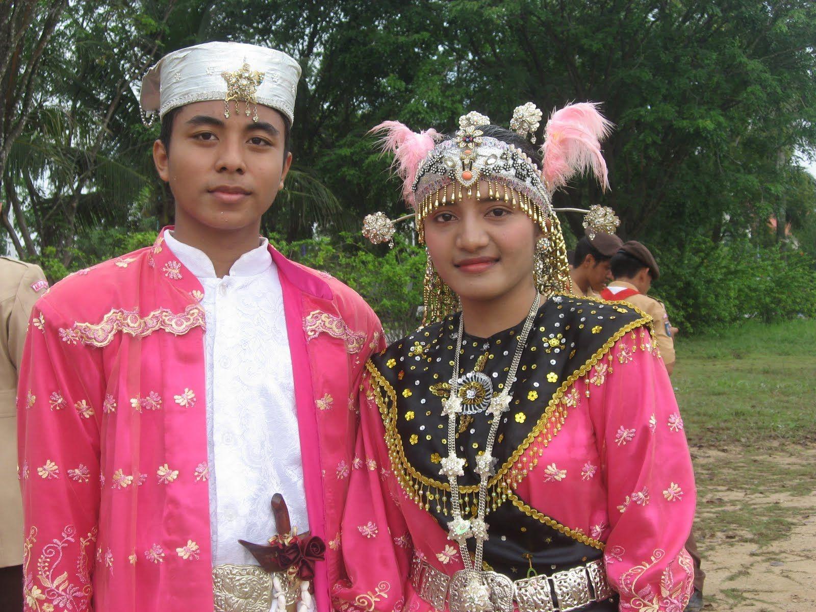 Nama Pakaian Adat Banda Aceh pengantin sumatera penelusuran google jambi