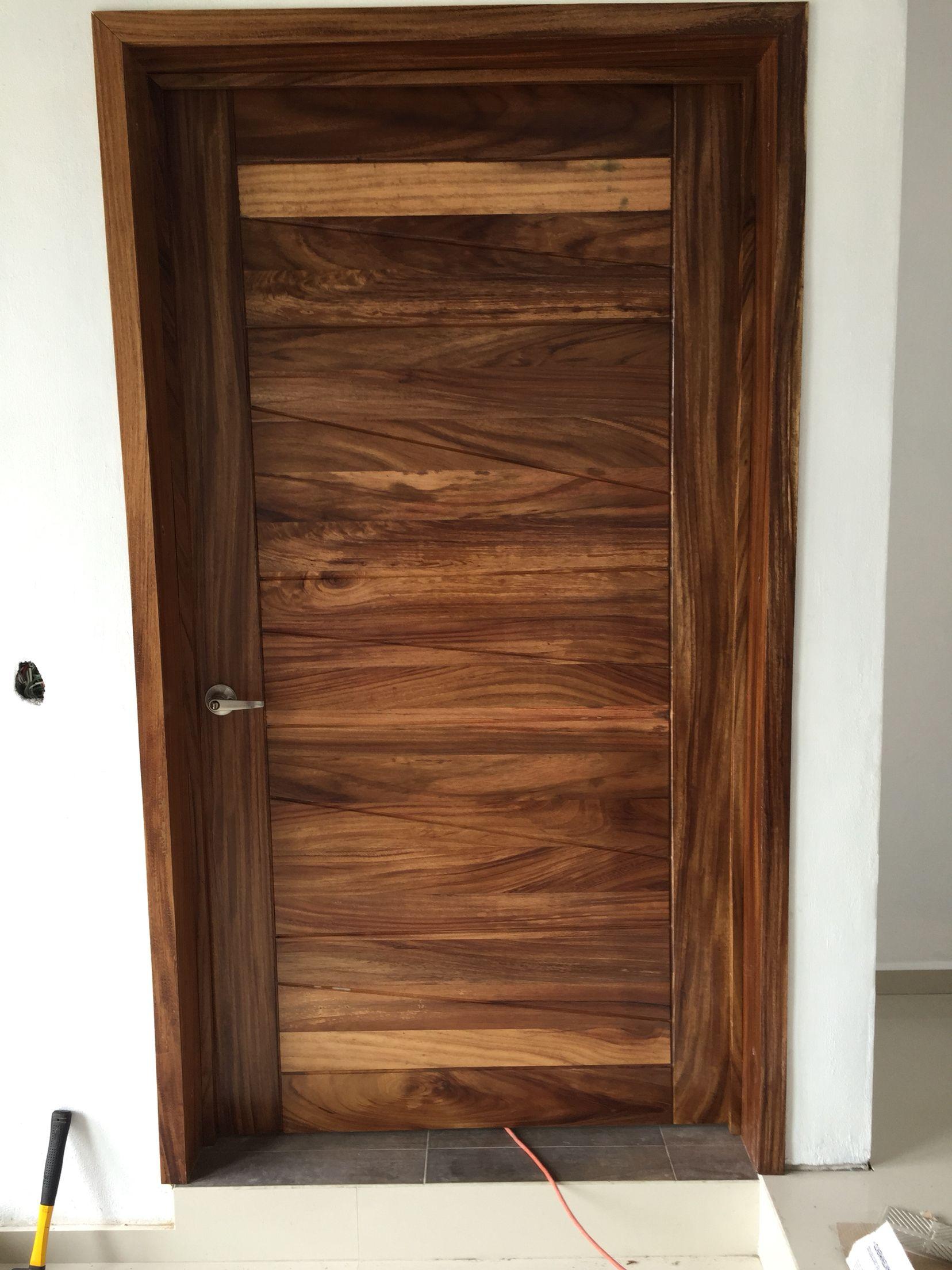 Puerta de interior en madera de parota puertas for Puertas principales modernas de madera