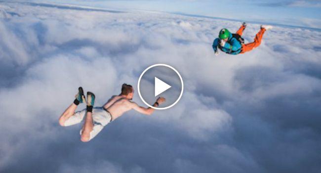 Homem Faz Salto Alucinante Sem Usar Paraquedas http://www.desconcertante.com/homem-faz-salto-alucinante-sem-usar-paraquedas/