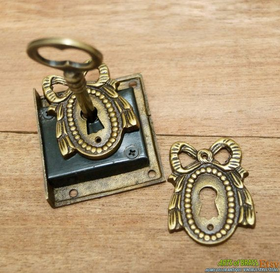 Set Antique Classic RIBBON Key Hole Plate with Vintage