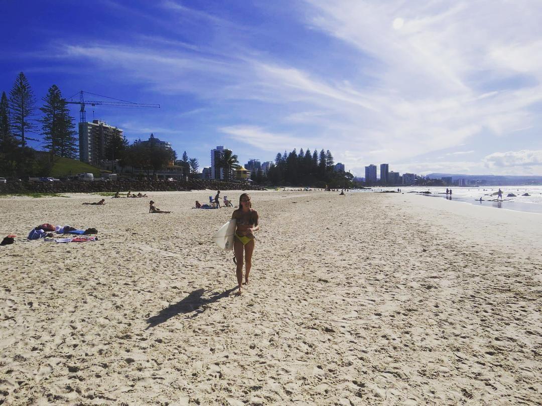 @emersonpiai achou que eu tinha aposentado  eu avisei que eu voltaria!!!! #maede2 #cansadona #eucapotomasnaobreco #tonapista #beach #snapperrocks #goldcoast #surf by karenpirani