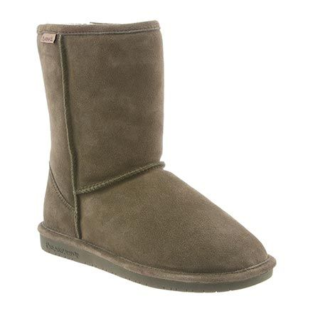 This short-height women's boot by BEARPAW® offers a style that's well paired with denim, a casual skirt, or country dress, with a ruggedly comfortable design ideal for kicking around town.