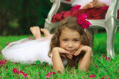 Había una vez una Foto de Paulina. #Fotografías #SesiónFotografica #Niña #Flores…
