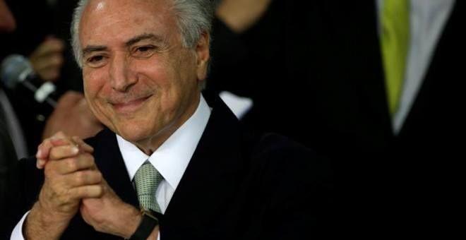 """#Wikileaks revela que el sustituto de #Rousseff al frente de #Brasil fue informante de EEUU.  Michel #Temer fue informante de la inteligencia de EEUU según informa Wikileaks. En las filtraciones hechas por el portal se afirma que """"el diputado Federal Michel Temer presidente nacional del Partido del Movimiento Democrático Brasileño (PMDB) cree que la desilusión pública hacia el presidente Lula y el Partido de los Trabajadores (PT) representa una oportunidad para que el PMDB presente su propio…"""