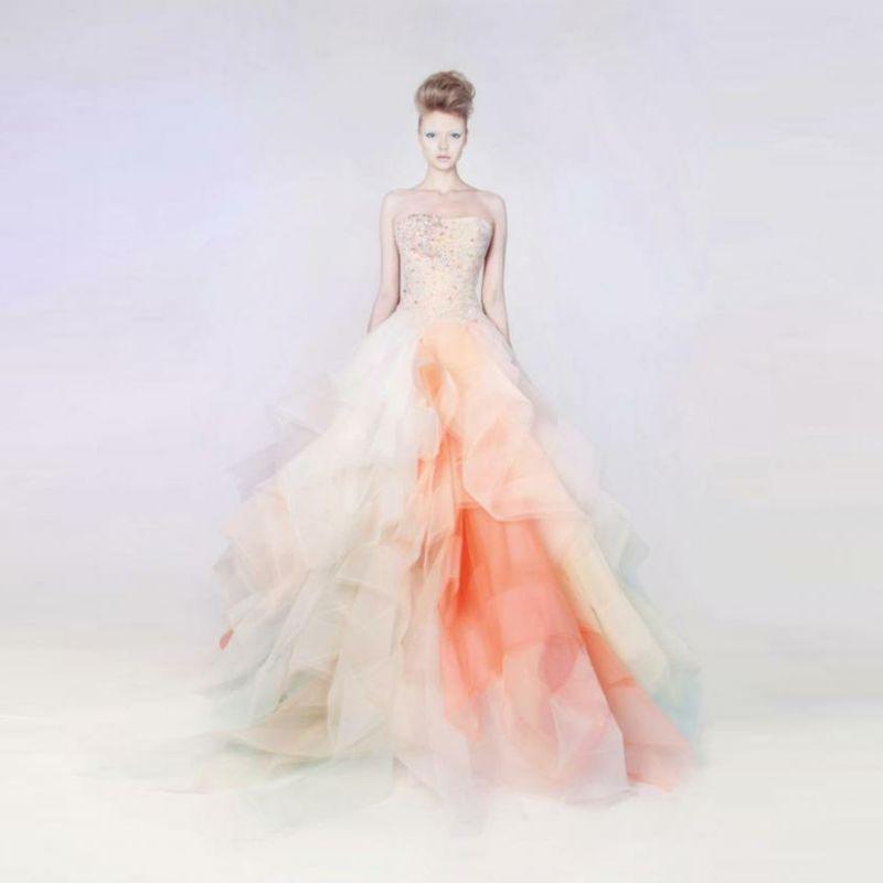 Tolle Ideen für die Hochzeit: Brautkleid in Apricot Farbe