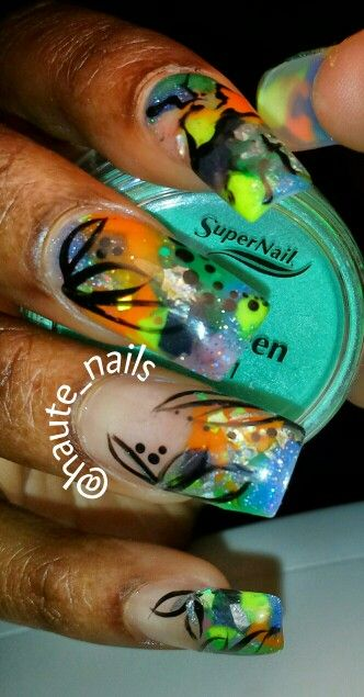 @haute_nails colored acrylic and freehand nailart