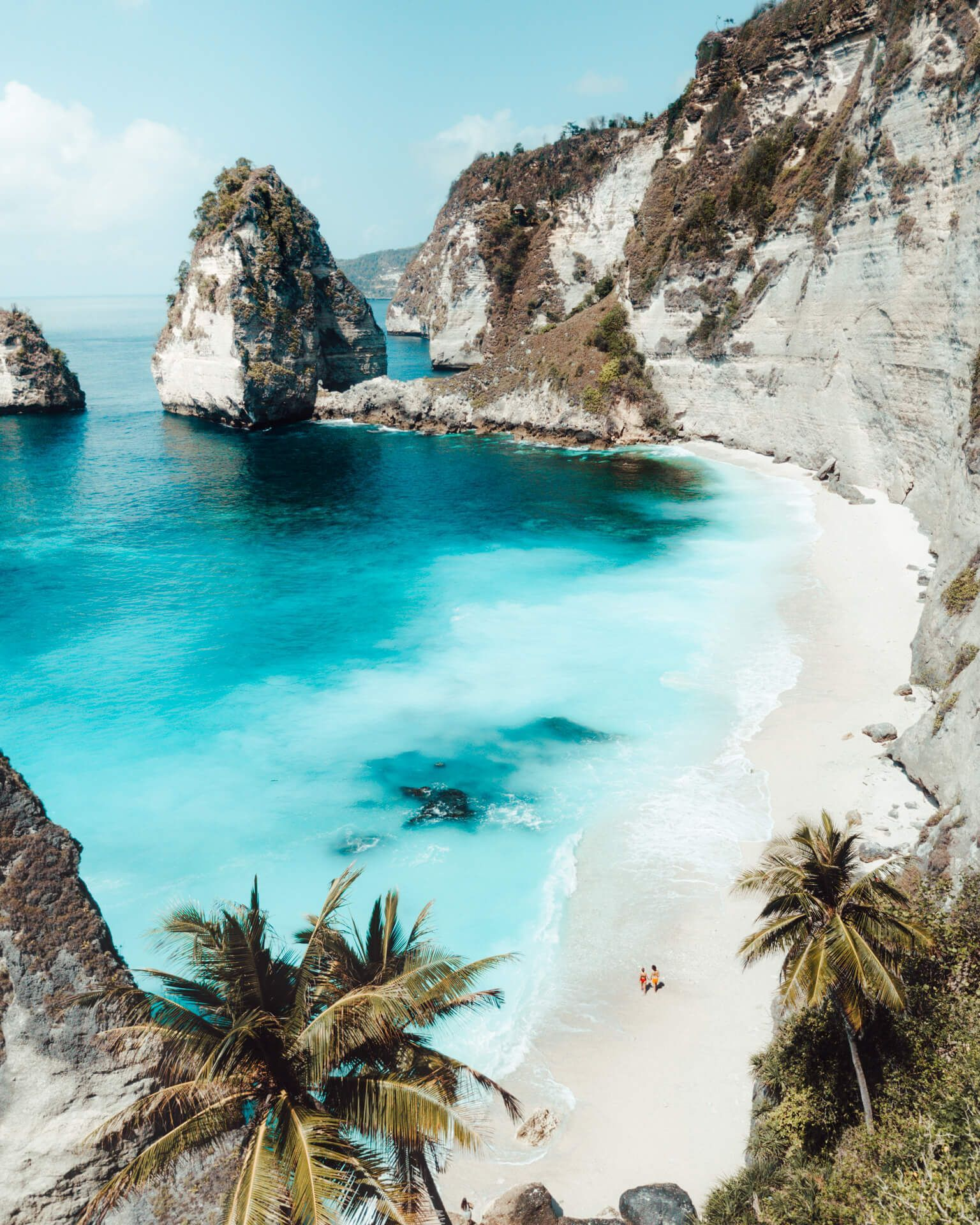 DIAMOND BEACH - Most Beautiful Beach on Nusa Penida in Bali Diamond Beach is an untouched, white-sand and silky blue water bay on the eastern tip of Nusa Penida and one of the most beautiful beaches of Bali. #highlightsinstagram