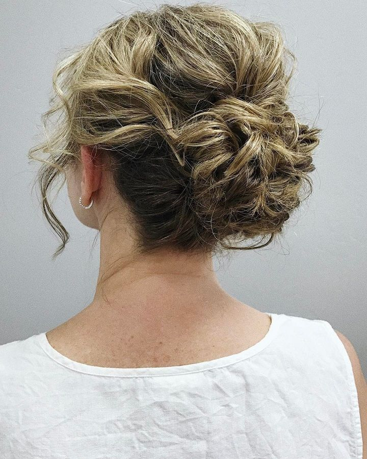 Wedding Hairstyle Upstyle: Messy And Relaxed Updo Romantic Wedding Hairstyles For