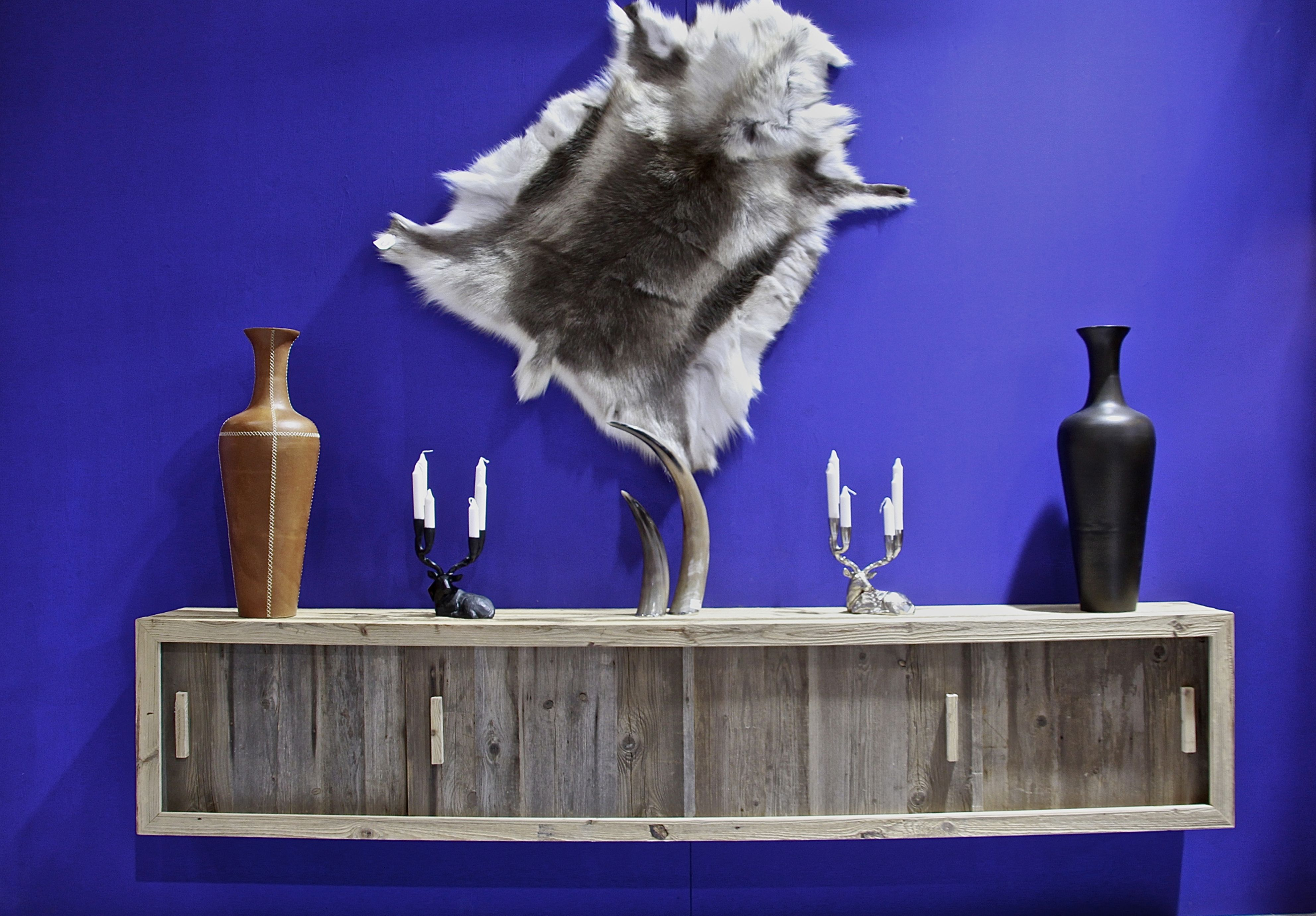 Petit meuble contemporain en vieux bois fabriqué dans notre