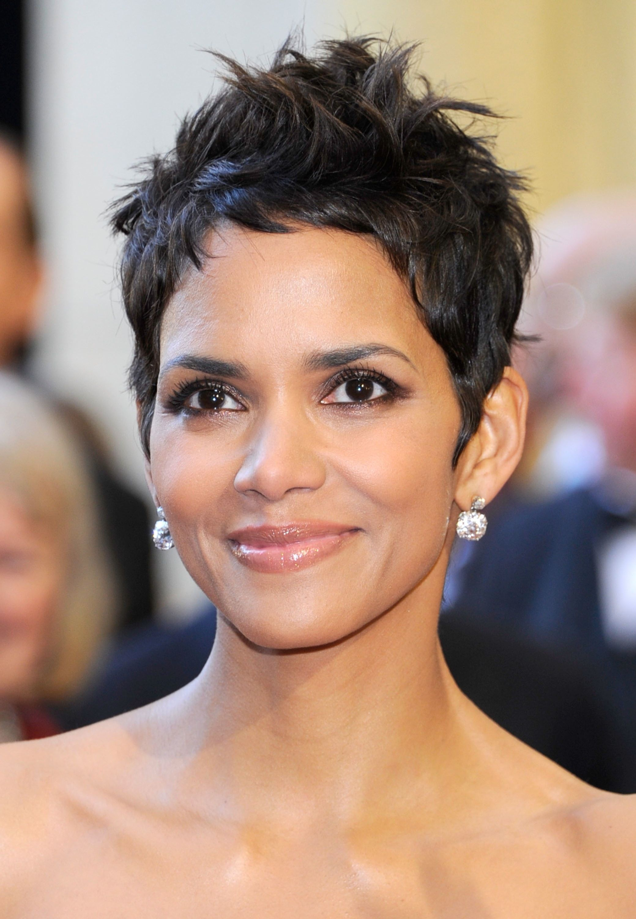 Halle Berry Hairstyle Hale Berry Pinterest Pixie Frisur