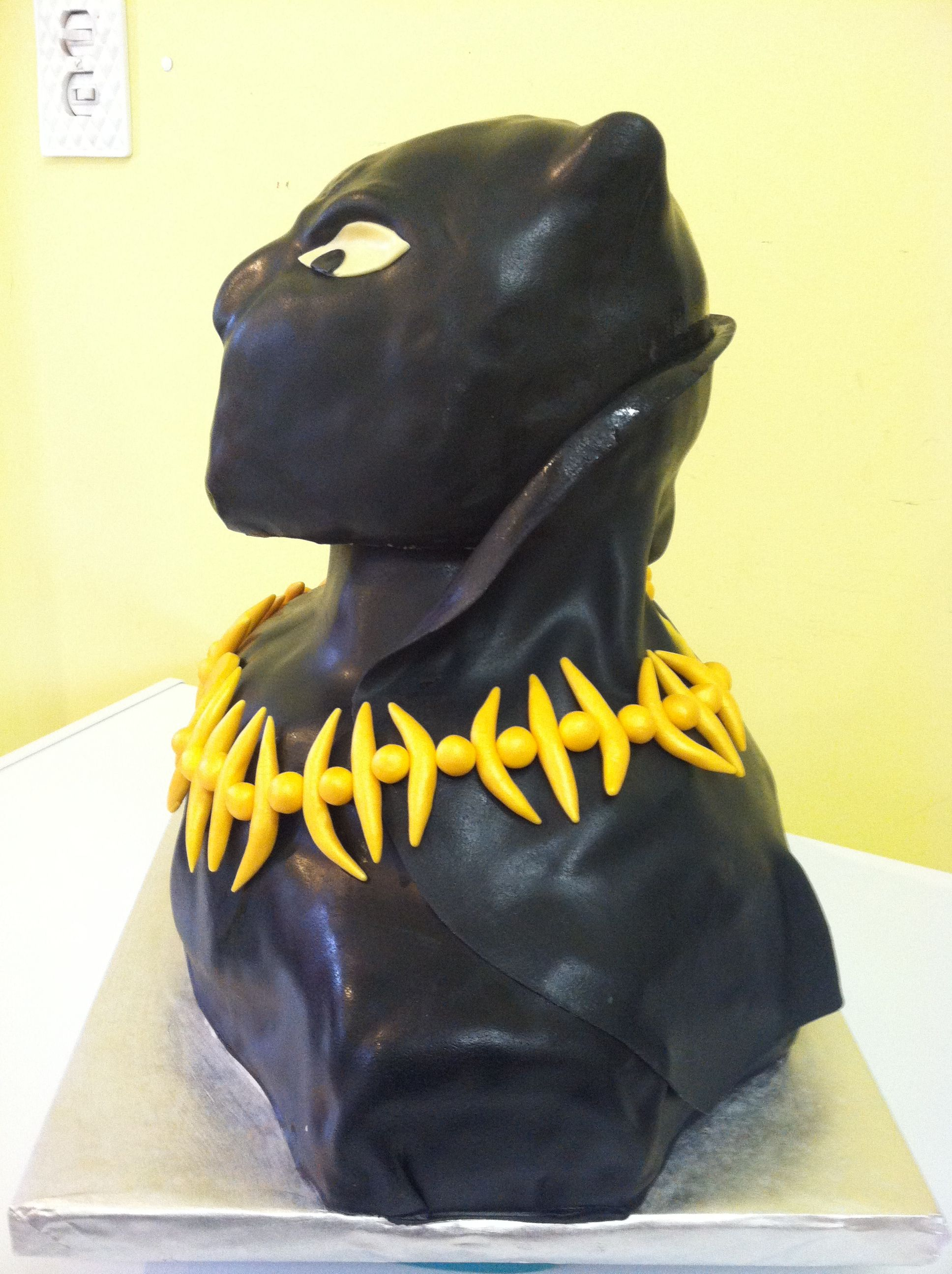 Avengers Black Panther Cake Front View The head is made of rice