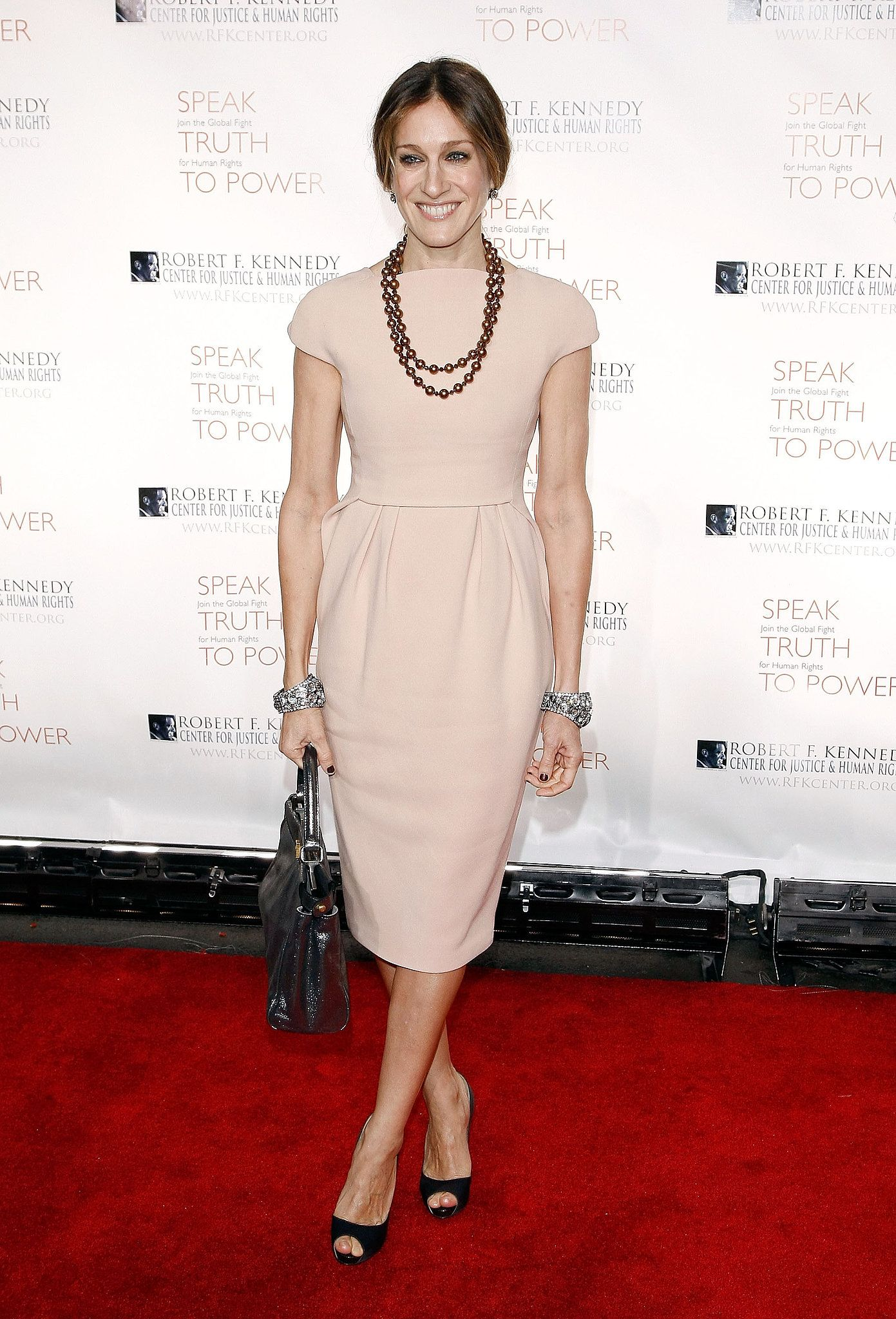 Sarah Jessica Parker Opted For A More Muted Palette Peach Red Carpet Ruler Will The Real Carrie Bradshaw Please Stand Up Popsugar Fashion Photo 40 Sarah Jessica Parker