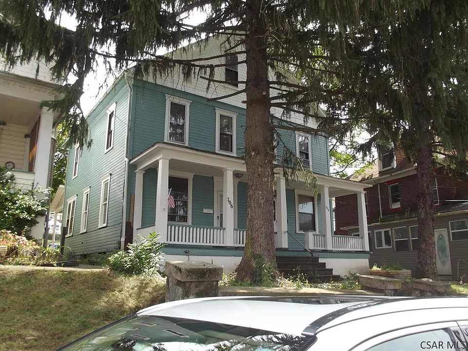 706 Clark St Johnstown Pa 15902 Zillow Renting A House Exterior Design