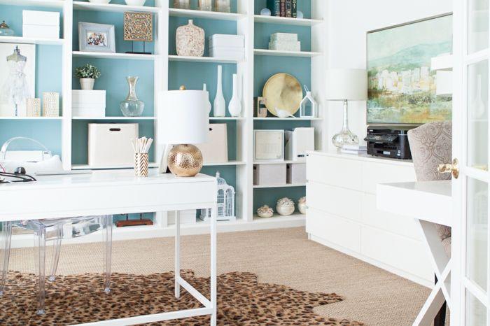 Ideen Arbeitszimmer ~ Ikea arbeitszimmer weiße holzmöbel blaue wände viele souvenire