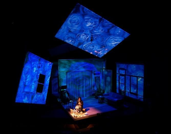essays on amanda from the glass menagerie The glass menagerie is a memory play by tennessee williams that premiered in 1944 and catapulted williams from obscurity to fame the play has strong autobiographical elements.