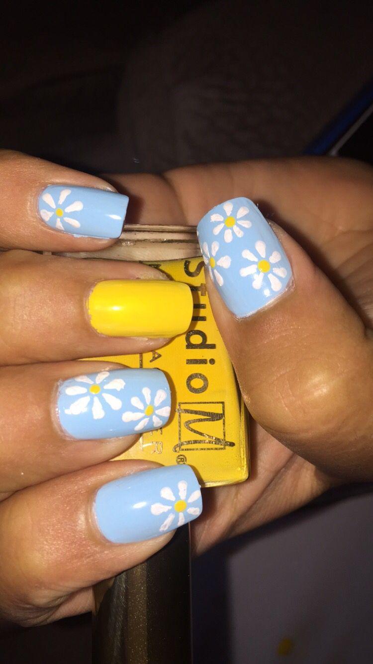 Blue And Yellow Daisy Nails In 2020 Daisy Nails Yellow Nail Art Yellow Nails