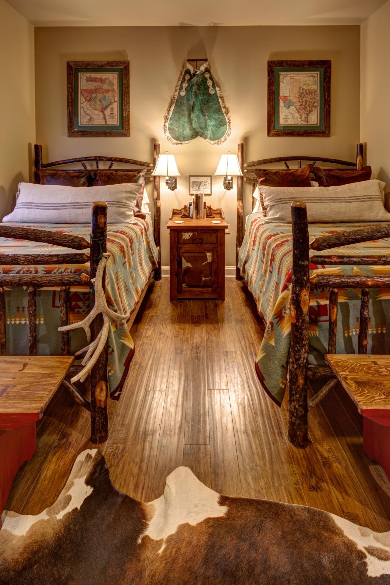 Rustic and Southwestern styles combine expertly in this lodge ...