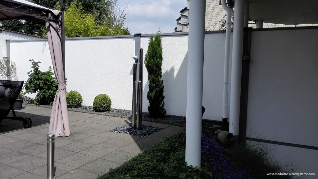 Sichtschutz Fur Die Gaerten An Einem Doppelhaus Sichtschutz Gartenmauer Bilder
