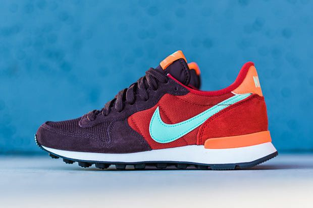 8b1bae65406a Nike WMNS Internationalist - Mahogany - Green Glow - Orange -  SneakerNews.com