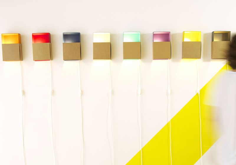 Cardboard wall lamp avaiable in 8 colors