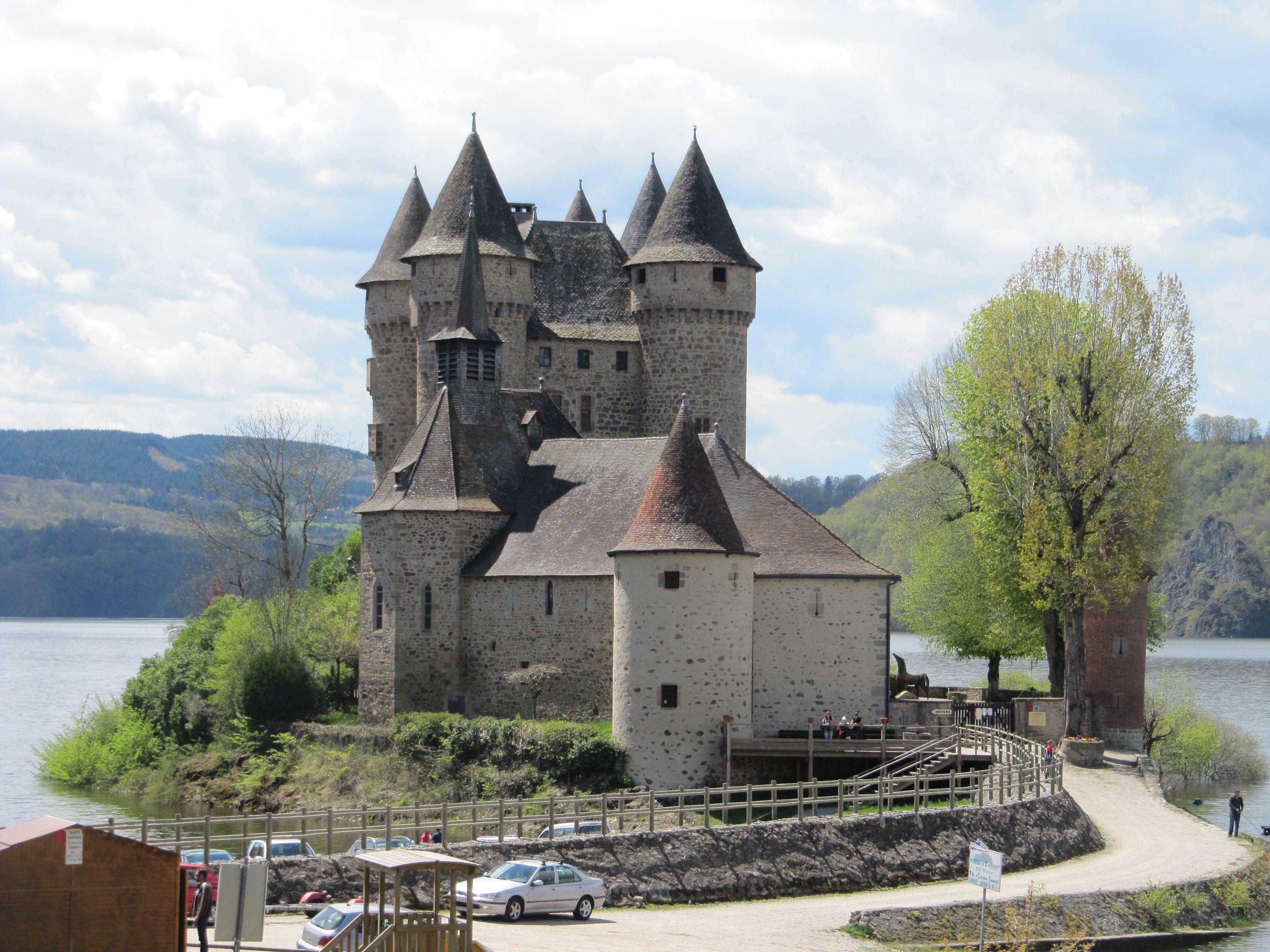 Bort-les-Orgues (19. Corrèze) - Castle of Val / Schloss von Val / Château de Val